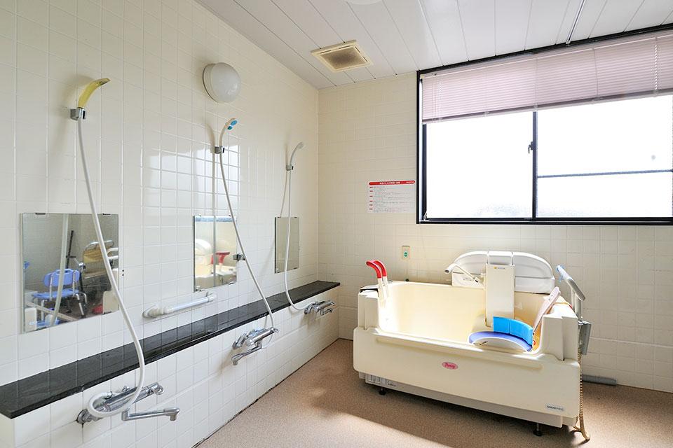 介護設備付の浴室